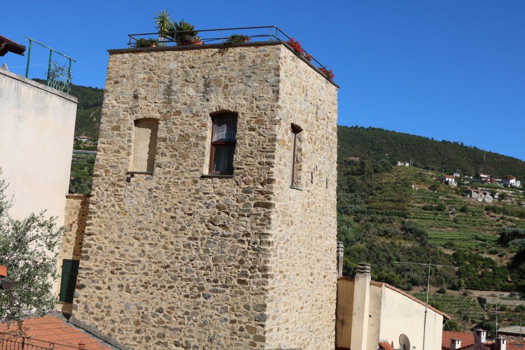 Vallebona (IM): una torre antica
